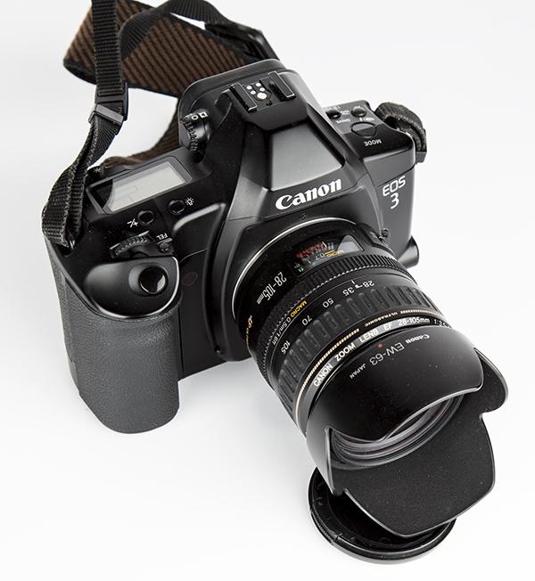 Canon EOS 3 monté avec son EF 28-105mm